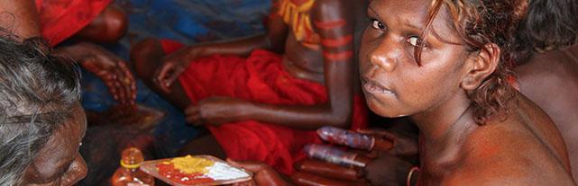Австралийские женщины аборигены увеличивали грудь